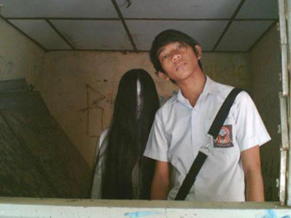 Foto Foto Hantu - Kalong Wewe Ikut Foto Berdua