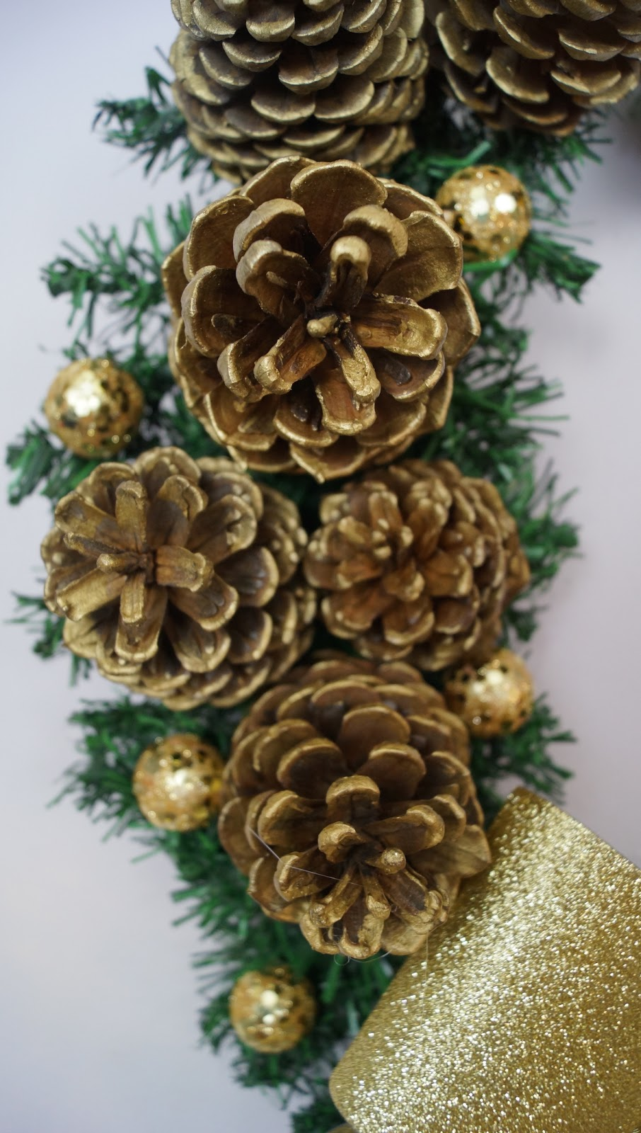 Corona navide a de pi as pinos conos diy mi cocina - Como hacer centros de navidad con pinas ...