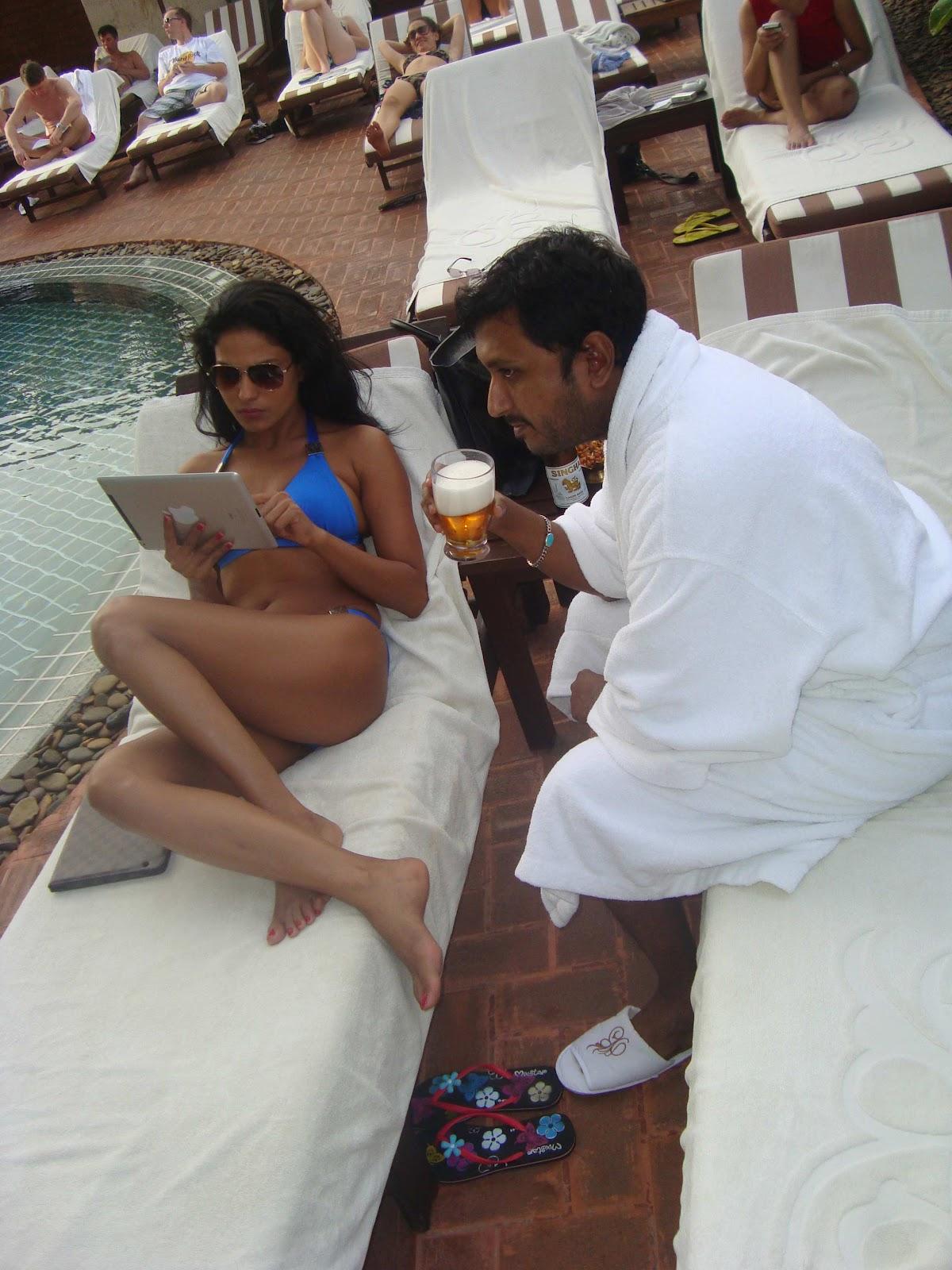 http://1.bp.blogspot.com/-Xklcy6PMRbc/T-rNbMVMsgI/AAAAAAAACBw/xk1d5707Wh4/s1600/Veena-Malik-And-Hemant-Madhukar-3D-Love-Life-4.jpg