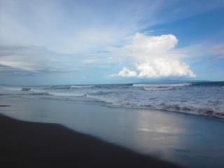 Tempat wisata pantai Lembeng