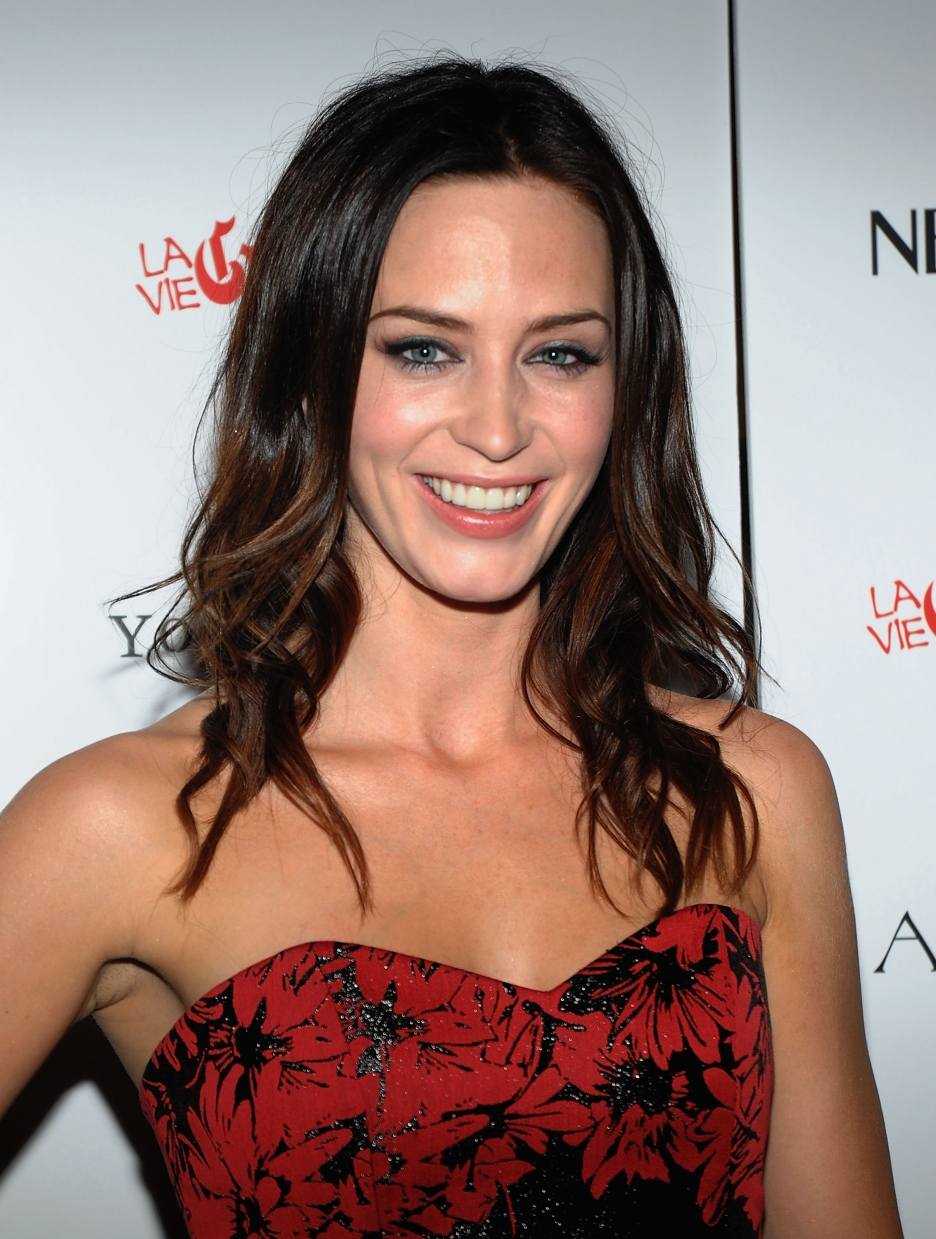 English Actress Emily Blunt Hairstyle