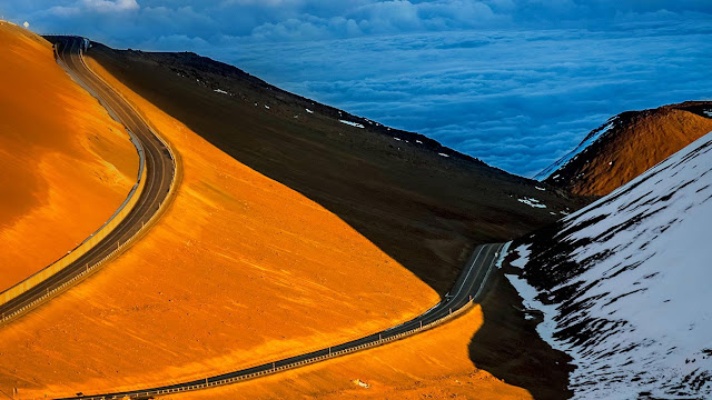 The road up Mauna Kea on the Big Island of Hawaii (© Gary S. Chapman/Shutterstock) 673
