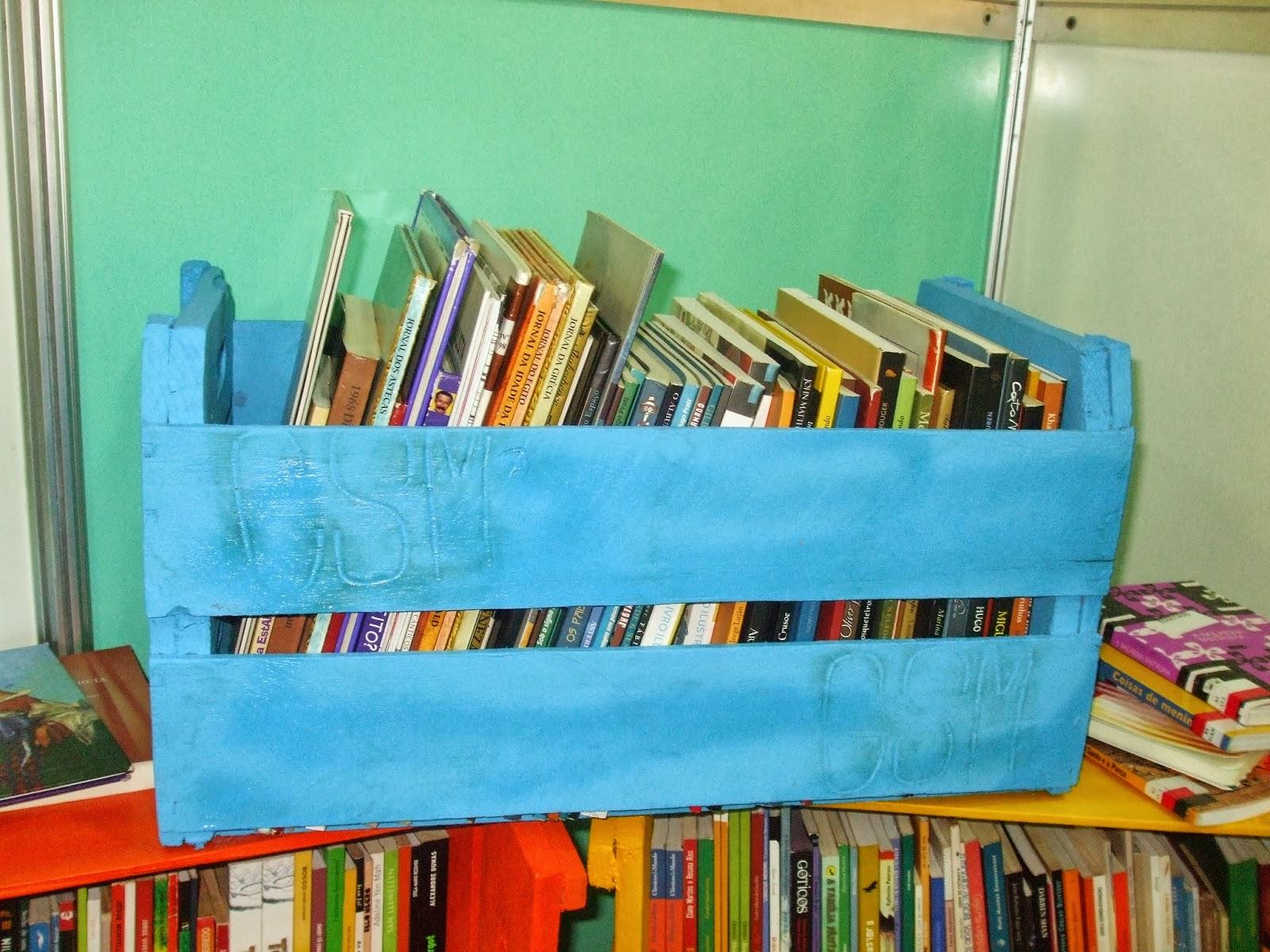decoracao sala de leitura na escola:EU SOU DONA DE MIM: BIBLIOTECA COM MATERIAIS RECICLADOS