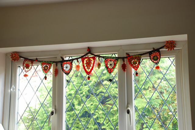 image of crochet autumnal bunting