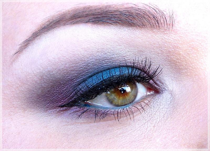 Augen make up mit Lila und Blau