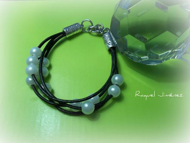 pulsera cuero y perlas