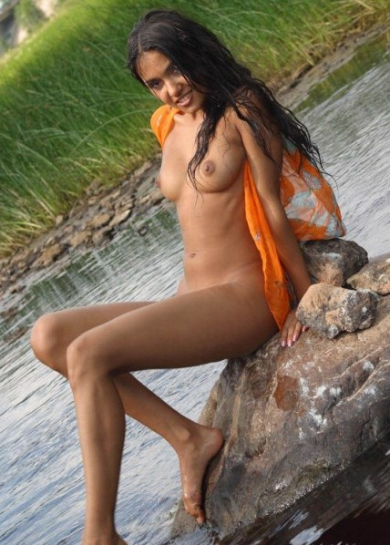 Sey Desi Village Girl Nude Image After Bath In River