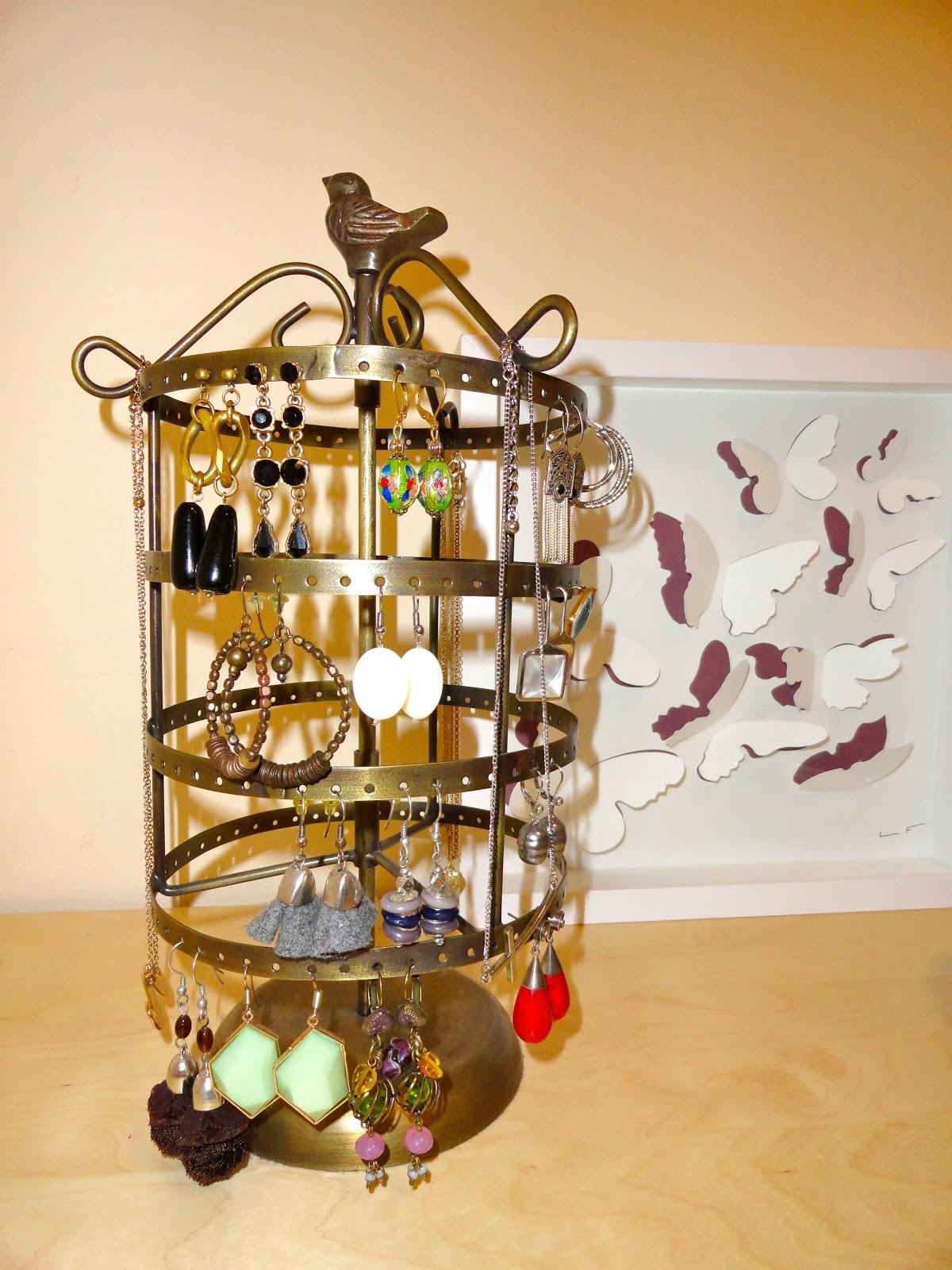 Mon petit miroir marzo 2013 - Colgador de collares ikea ...