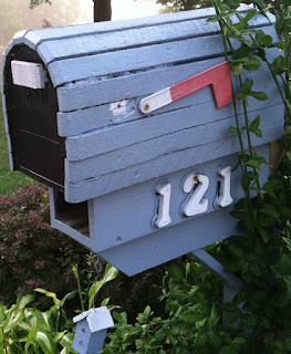 http://silversolara.blogspot.com/2015/06/mailbox-monday-6115-bea-mailbox.html