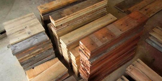 Mesa realizada con tablas de palets - Como hacer una mesa con palets ...