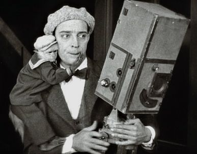 Iconic or memorable movie stills Buster+keaton+the+cameraman+4