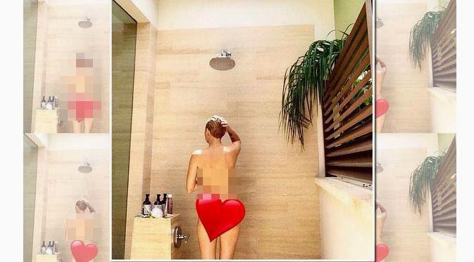 Miley Cyrus Upload Foto Bugilnya Saat Mandi di Instagram