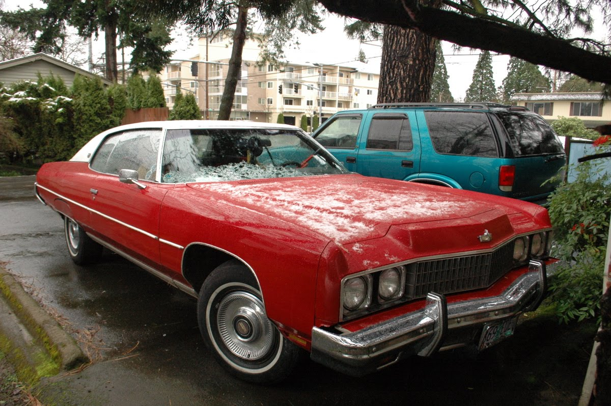 OLD PARKED CARS.: 1974 Chevrolet Caprice Classic.