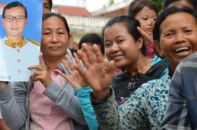 CNRP supporters flash 7