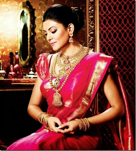Susmitha sen with gold jewellery