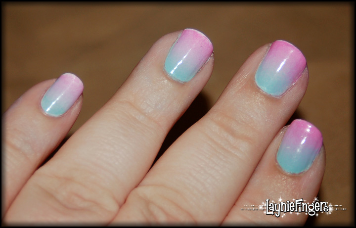 Layniefingers: Another way to do a sponged gradient!