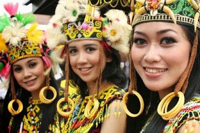 Wanita Suku Dayak Paser