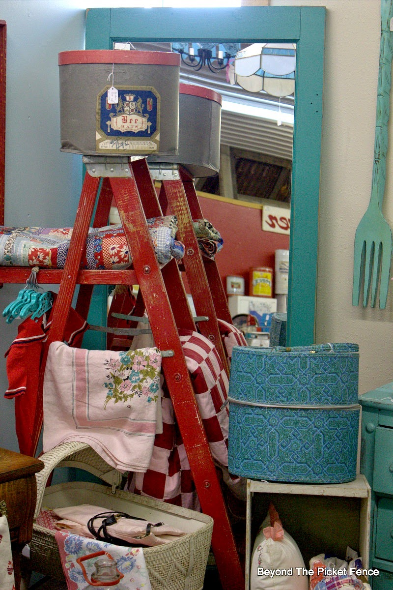 red ladder, quilts, antiques, decor ideas, Beyond The Picket Fence, http://bec4-beyondthepicketfence.blogspot.com/2015/02/5-decorating-lessons-from-store.html