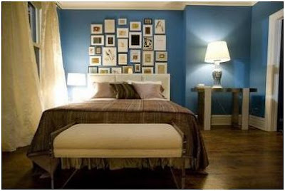 CARRIE BRADSHAW BEDROOM DECORATED WITH FRAMED PICTURES - PHOTOS OF BEDROOMS WITH PICTURES ON THE WALLS