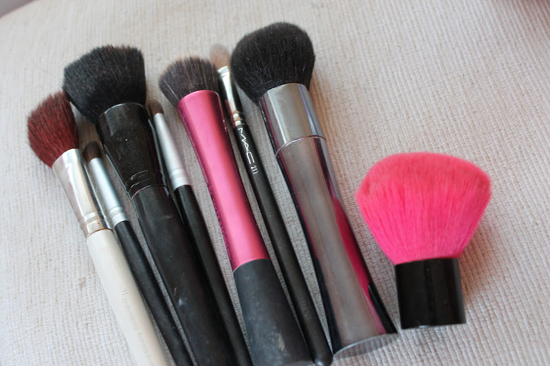 Packing for a Weekend Away: What's in my travel makeup bag ...