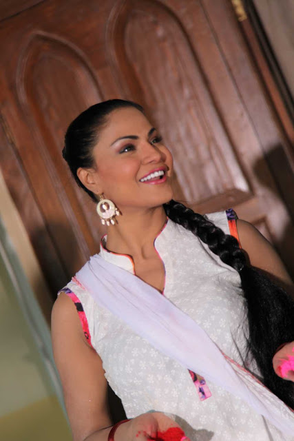 Veena Malik holi celebration 2013