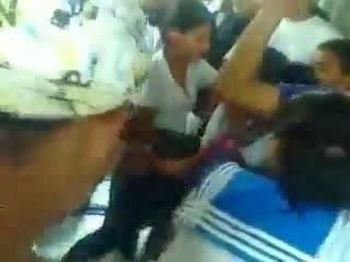 video estudiantes 28 de mayo baile perreo metrovia
