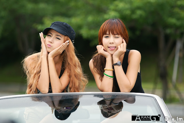 Lee-Mi-Hyeon-and-Kim-In-Ae-BMW-3-Series-Convertible-02