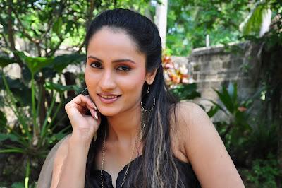 Oshani Dias sexy picture