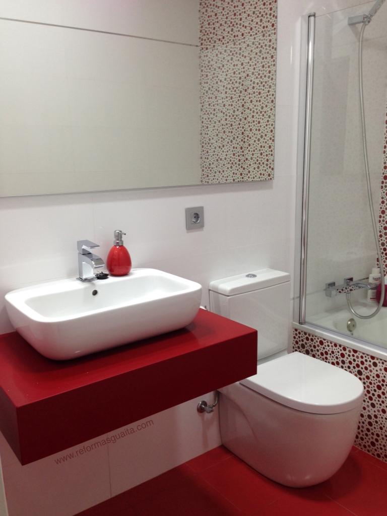 reforma baño rojo valencia tarima lavabo apoyar silestone