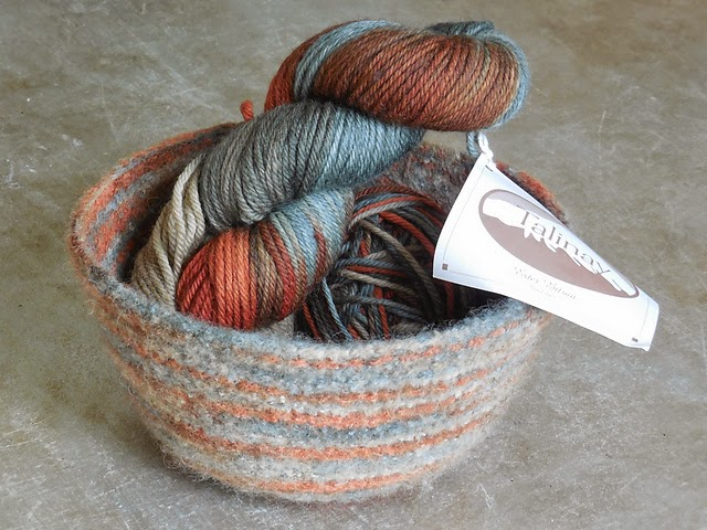 Basket Knitting Pattern : The Knitting Needle and the Damage Done: Knitted Baskets You Can Safely Put A...