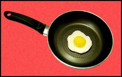 """huevo frito amigurumi"""