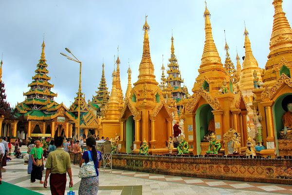 Estupa de oro de la Pagoda Shwedagon - Yangon - Birmania