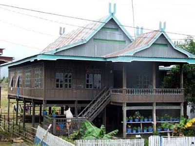 Rumah adat suku Bugis Makasar