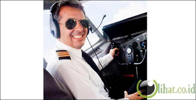 Pesawat sekarang mengandalkan autopilot