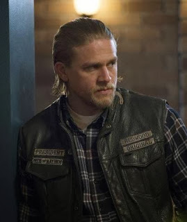 Charlie Hunnam in Sons of Anarchy, recap of ep John 8:32,