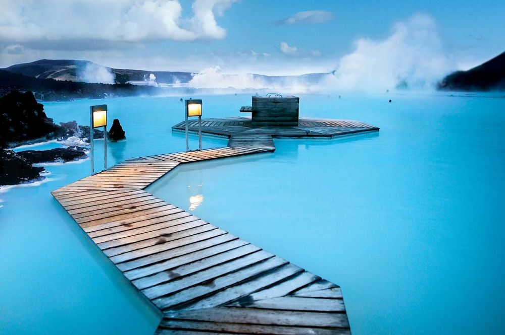 Attractions Of The Most Distinguished Iceland Blue Lagoon One Beautiful Places In World This Natural Hot Springs With Very Water