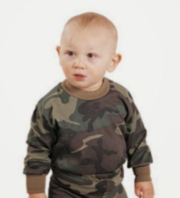 Download gratis gambar bayi laki-laki memakai baju tentara keren banget
