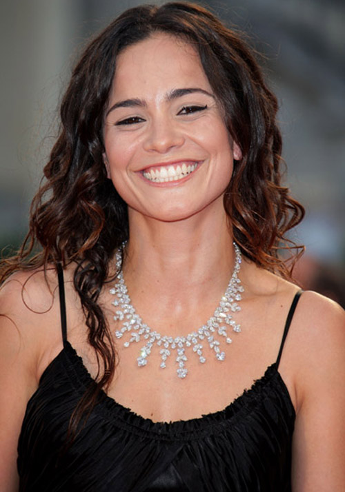 Alice Braga Hairstyle 35