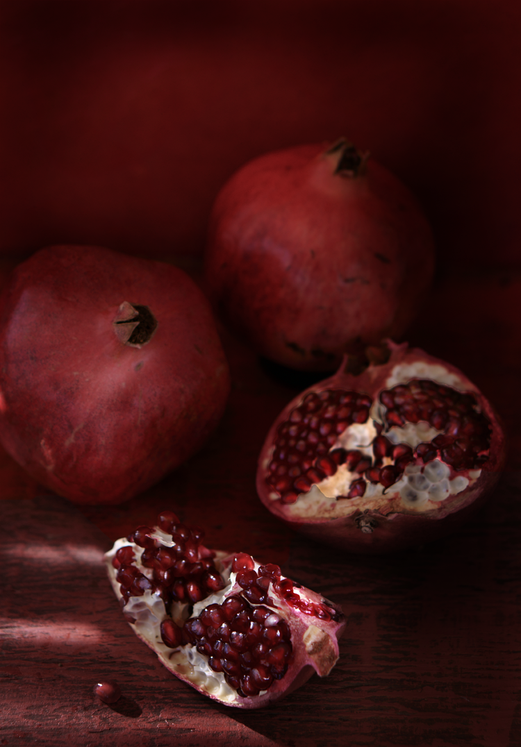 PomegranateCranberryGingerSpritzer #HolidaySpritzer #MulledWine #Recipe #SimiJoisPhotography