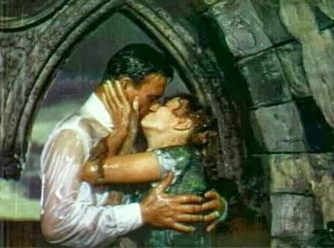 2 người yêu nhau hôn nhau trong mưa