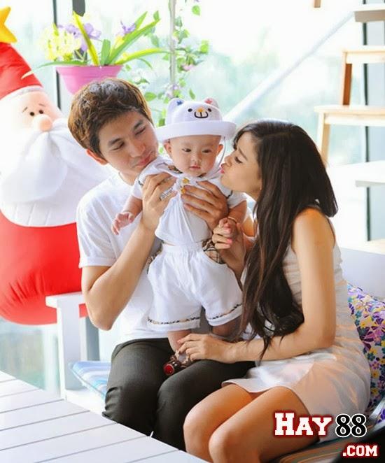 Tim và Trương Quỳnh Anh hạnh phúc bên cậu con trai kháu khỉnh.