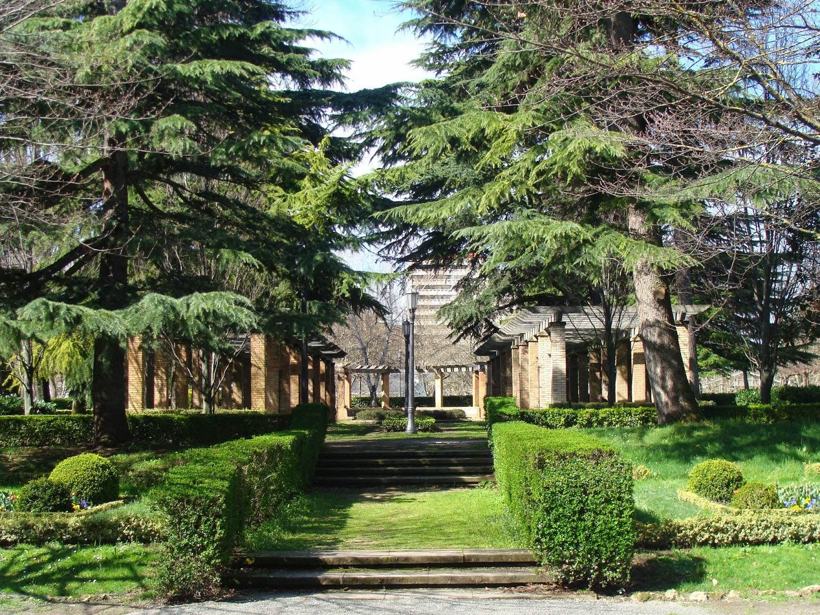 El rincon de un jardin parque de la taconera pamplona for Jardines de la taconera
