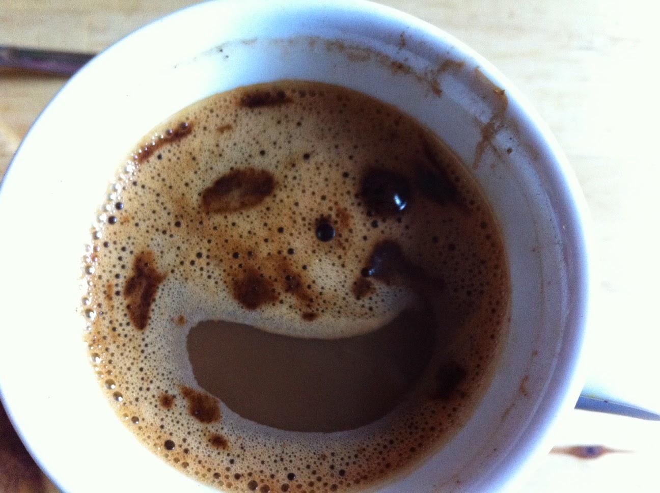 Lachender Guafee am frühen Morgen