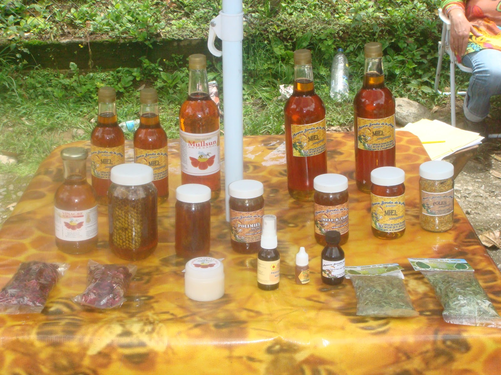 Apiario jardin de la abeja for Ahuyentar abejas jardin