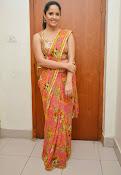 anasuya sizzling saree stills-thumbnail-6