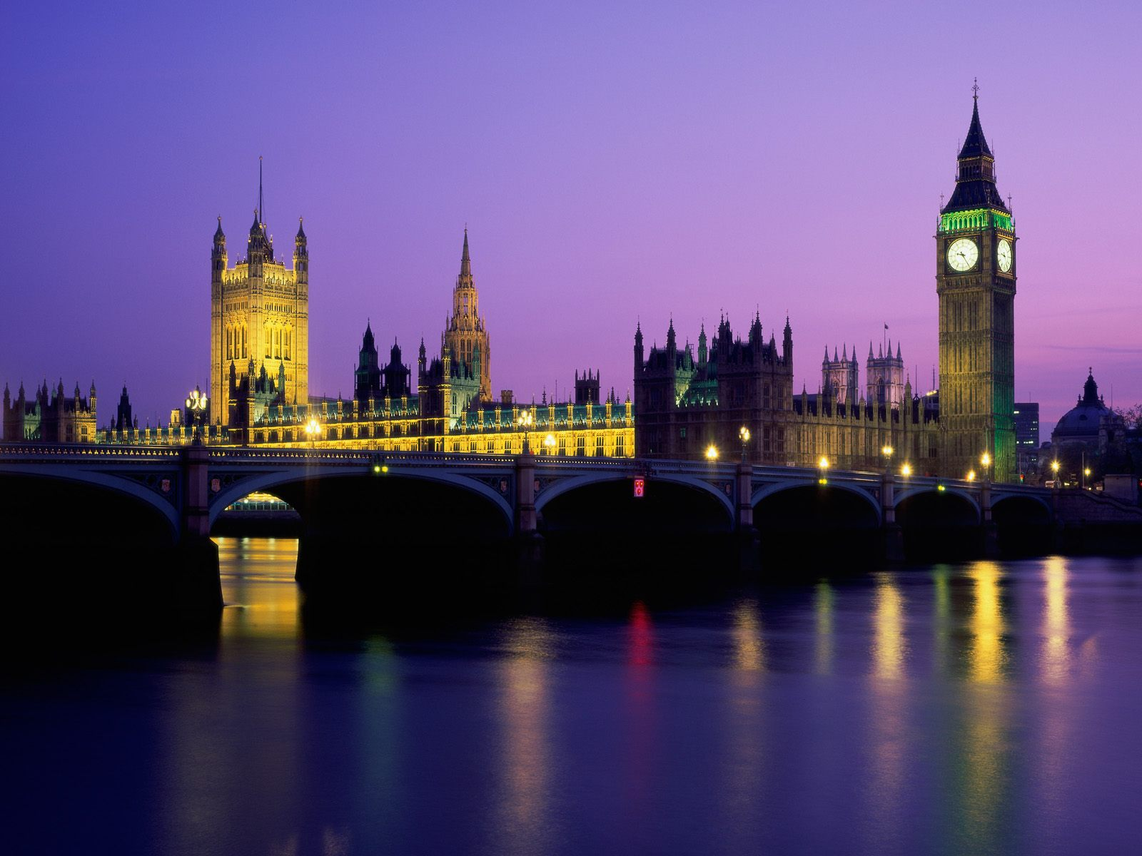 World Visits: London England at Night View look Very Nice