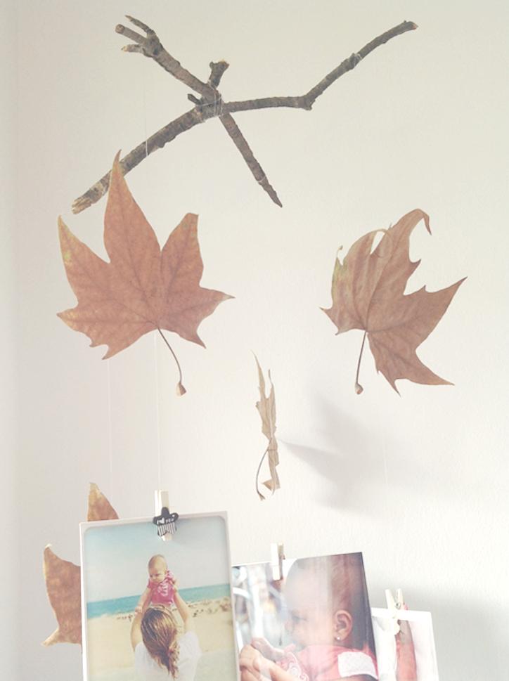 Móvil otoñal con hojas secas