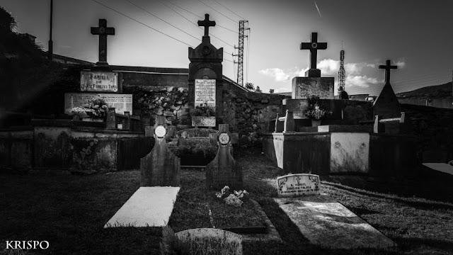 cementerio típico con tumbas
