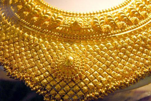 Hritik Roshan HD Wallpaper gold jewellery in Dubai