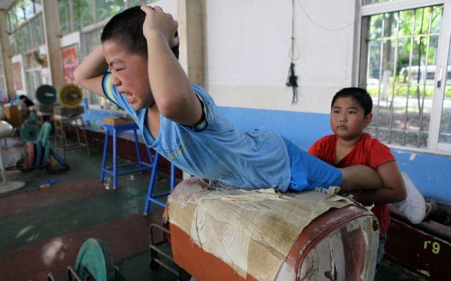الصين وكيفية صناعة الأبطال الألومبيين China-gymnasium-Olympic-children-9